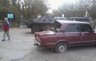 Под Мариуполем военные на БТР врезались в легковушку