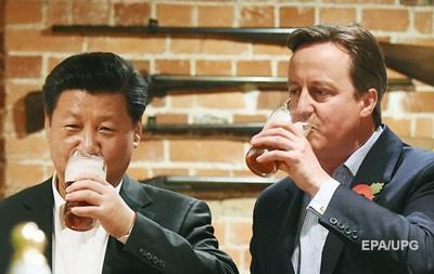 Си Цзиньпин выпил с Кэмероном пива и съел фиш-энд-чипс