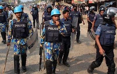 В Бангладеш шиитов забросали самодельными бомбами