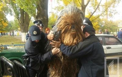 В Одессе на избирательном участке задержали Чубакку