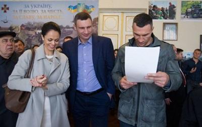 Владимир Кличко прервал подготовку к бою, чтобы проголосовать