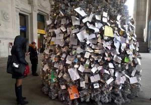 В Милане появилась почтовая новогодняя елка