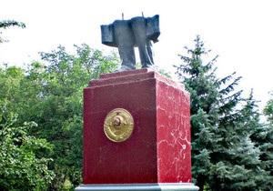Милиция задержала жителя Одесской области, разрушившего памятник Ленину