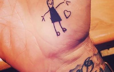 Дети Бекхэма набили отцу новые татуировки