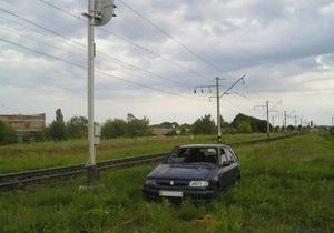 В Волынской области автомобиль столкнулся с электричкой: погибли двое детей