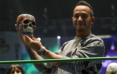 Льюис Хэмилтон принял участие в реслинг-шоу в Мехико