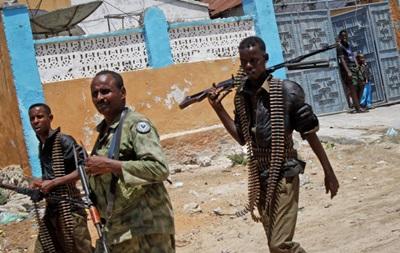 Число жертв нападения на отель в Сомали достигло 12