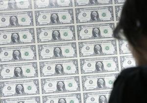 Гривна упала к доллару на межбанке до минимума двух лет