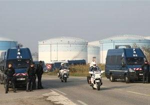 Во Франции демонстранты берут под контроль склады с горючим. Стране грозит нехватка бензина