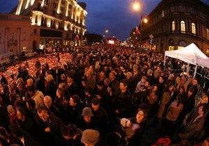 Чтобы проститься с Качиньским и его супругой, поляки стояли в очереди всю ночь