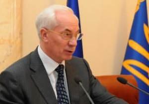 Азаров пообещал увольнять чиновников за школьные туалеты на улице