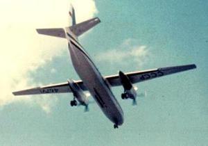 В России от Ан-24 отвалились шасси и крыло при аварийной посадке. Пострадали 12 человек
