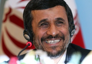 Ахмадинеджад выставит личный  Peugeot 504 на благотворительный аукцион