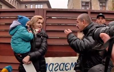 Во Львове бойцы АТО пикетировали дом Садового