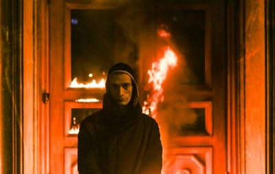 В Москве художник поджег двери ФСБ на Лубянке