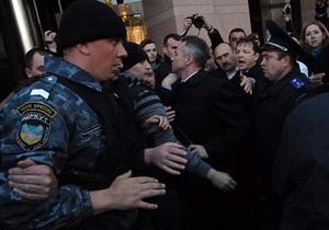 Милиция прокомментировала инцидент с травмированием участницы протеста против застройки Андреевского спуска