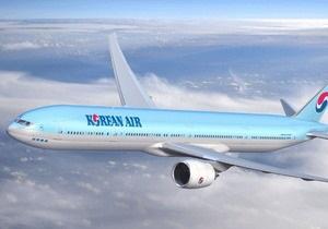 Корейский пассажирский самолет совершил вынужденную посадку на базе ВВС Канады