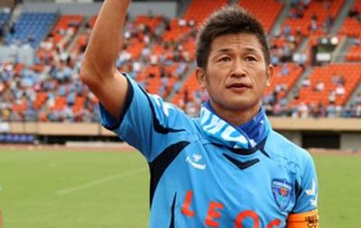 Самый возрастной футболист в мире продлил контракт еще на год