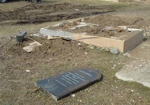 Крымчанин объяснил, что случайно повредил надгробия на мусульманском кладбище