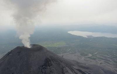 Вулкан на Камчатке выбросил семикилометровый столб пепла