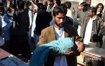 В Пакистане поезд сошел с рельсов: более десятка погибших
