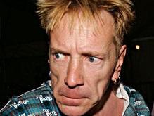 Вокалист Sex Pistols станет лицом сливочного масла