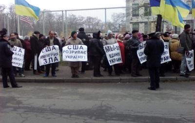 В Киеве проходит митинг под посольством США - СМИ