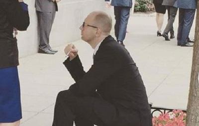 Яценюк рассказал, что курит со времен Майдана