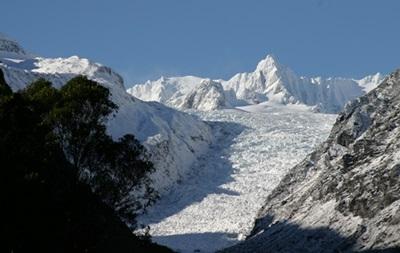 В Новой Зеландии рядом с ледником упал туристический вертолет