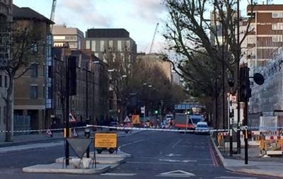 В Лондоне задержаны три человека, перекрыли улицу