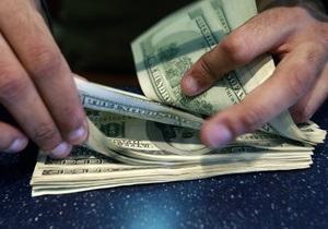 Доллар на межбанке незначительно снижается