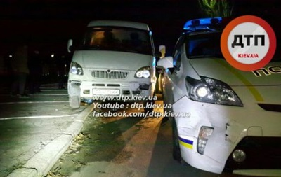 Пьяный водитель в Киеве разбил два патрульных авто