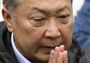В Кыргызстане горит дом Курманбека Бакиева