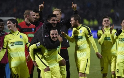 Футболисты Гента поздравили пустую трибуну после победы над Лионом