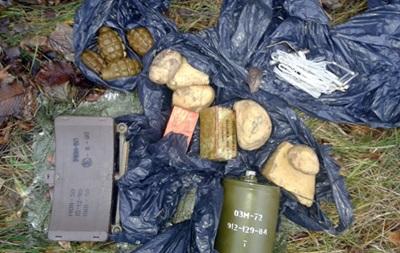 Под Артемовском в лесопосадке нашли мешок боеприпасов