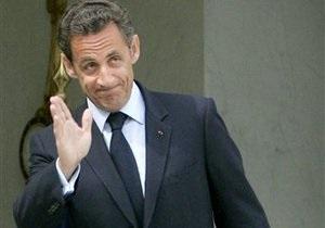 Николя Саркози угостил всех посетителей кафе напитками и не заплатил по счету