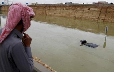 Небывалый ливень парализовал движение в Катаре и Саудовской Аравии