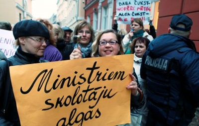 В Латвии бастуют учителя и воспитатели