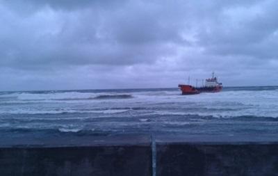 На Сахалине на мель выбросило танкер с дизтопливом