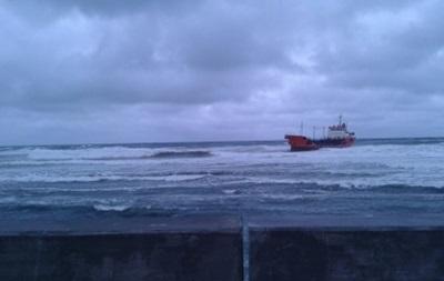Сахалин: Севший на мель танкер угрожает экологической катастрофой
