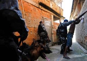 Накануне Карнавала в Рио в перестрелке погибли восемь человек