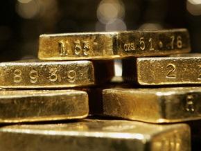 Золото поднялось до максимума за полтора года