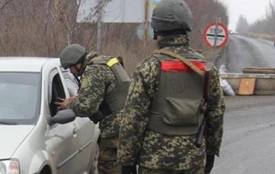 На Донбассе обстреляли авто с мирными жителями