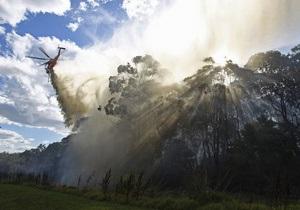Лесные пожары в Австралии: люди спасаются в океане