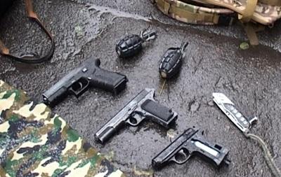 В Киеве 17-летний парень принес на Майдан оружие и гранаты