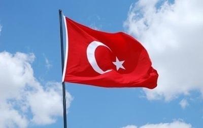 В Турции за терроризм и шпионаж арестовали троих офицеров