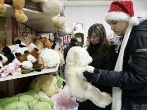 Опрос: Украинцы хотят получить от Деда Мороза здоровья и денег