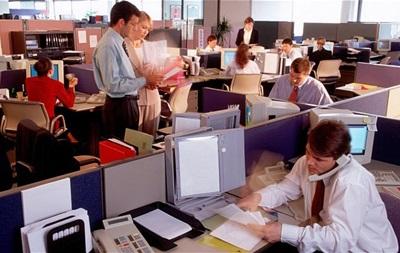 Психологи объяснили, почему в офисе надо сидеть вдали от начальника