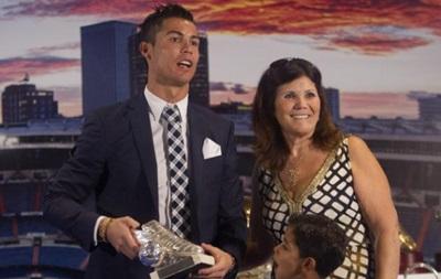 Мама Роналду хочет, чтобы сын перешел в МЮ