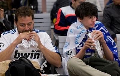 Стало известно, что едят на футбольных стадионах Европы
